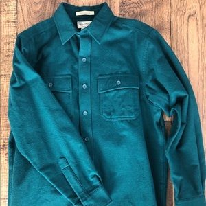 Never-been-worn thick cotton shirt
